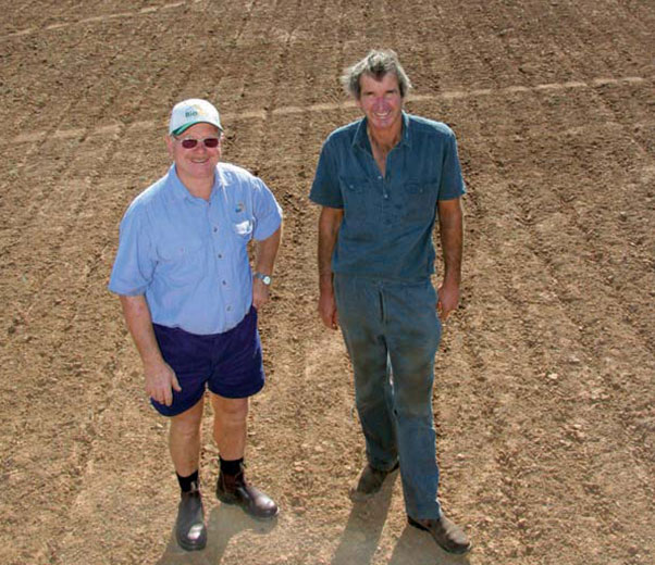 BioAg agent, Ivan Mitchell, and farmer, Alan Wragge in a direct-drilled oats crop.